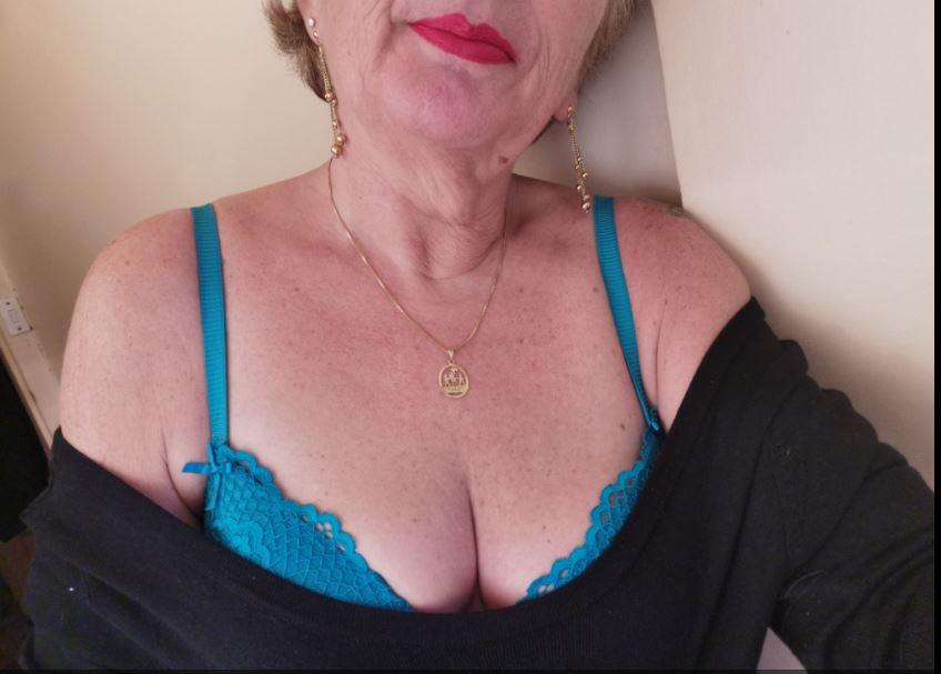 Gweny , 57 ans (paris )